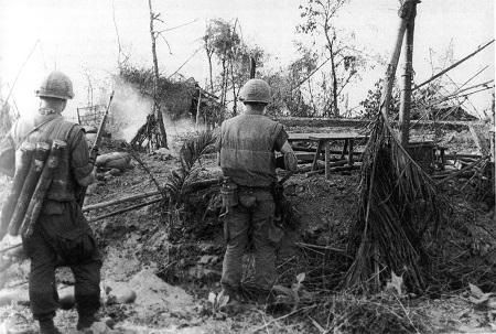 Marines_in_DaiDo_Vietnam_during_Tet_Offensive_1968-2