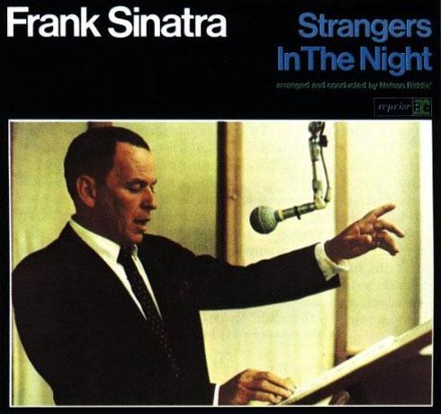 دانلود آهنگ غریبه ها در شب فرانک سیناترا - Strangers in the Night Frank Sinatra