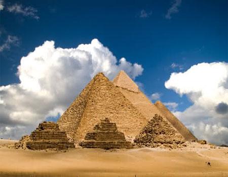 اهرام ثلاثه در مصر (یکی از عجایب هفتگانه دنیا)